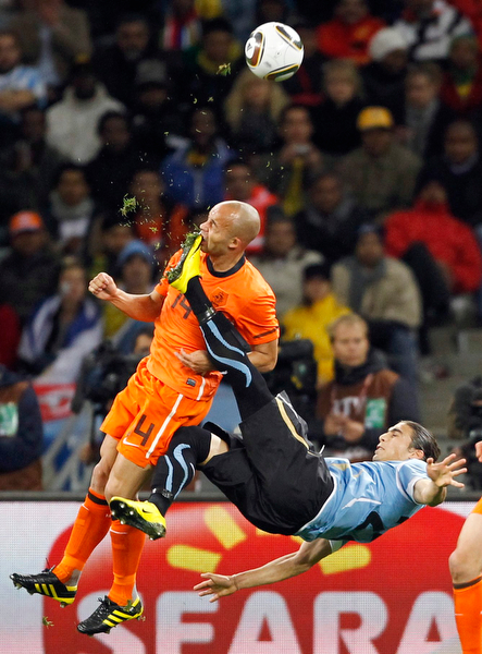 Netherlands' de Zeeuw kicked in the face by Uruguay's Caceres