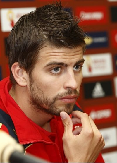 http://bowlphilosophy.files.wordpress.com/2010/07/gerard-pique-1.jpg